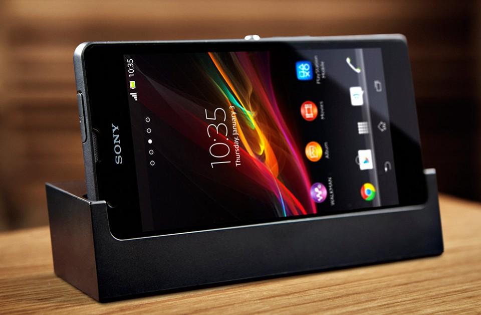 Sony Xperia ZR i ladestasjon